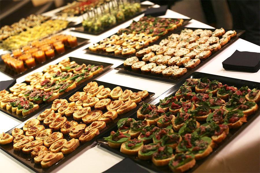 Dịch vụ nấu tiệc tại nhà Hai Thụy Catering có nhận làm tiệc buffet không?